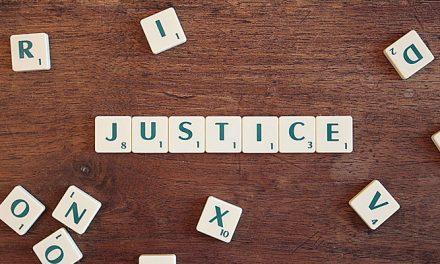 ¿Qué es un abogado especialista en derecho administrativo y de qué se encarga?